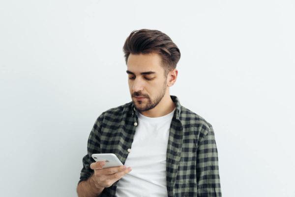 WhatsApp, stesso profilo su quattro dispositivi