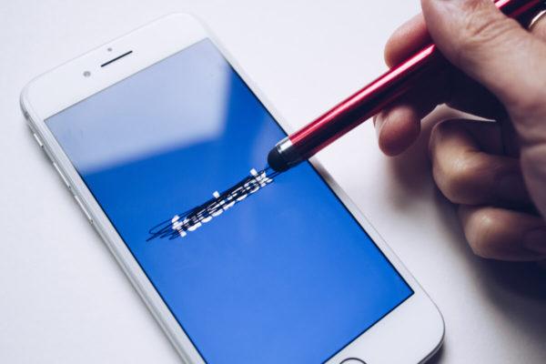 Furto credenziali Facebook, 25 app Android da eliminare