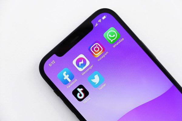 WhatsApp, novità per messaggi vocali registrati e ascoltati